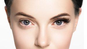 behandlad - ögonfransar ögonbryn